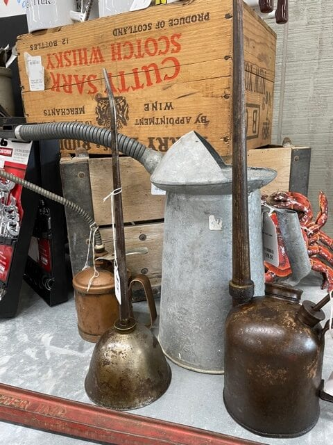Oil cans - Market gallery